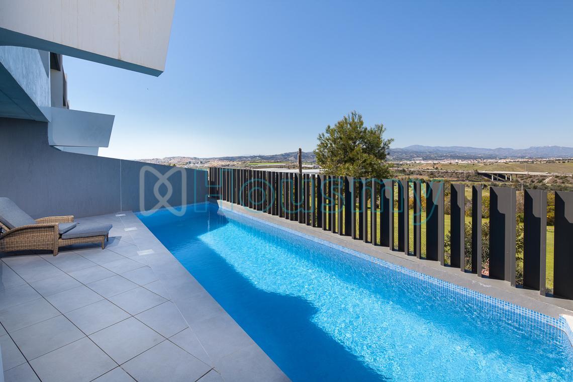 Adosado con piscina en torre del mar y 3 dormitorios en la costa. Housmy
