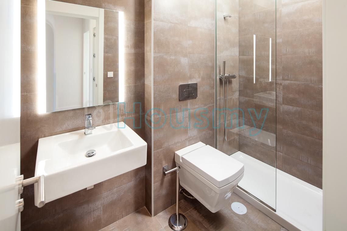 Baño moderno de casa en venta en Torre del Mar