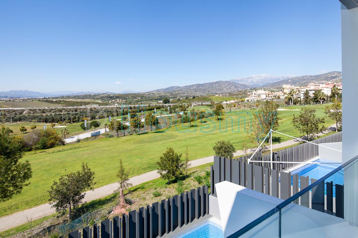 Adosado con vistas a campo de golf en Torre del Mar