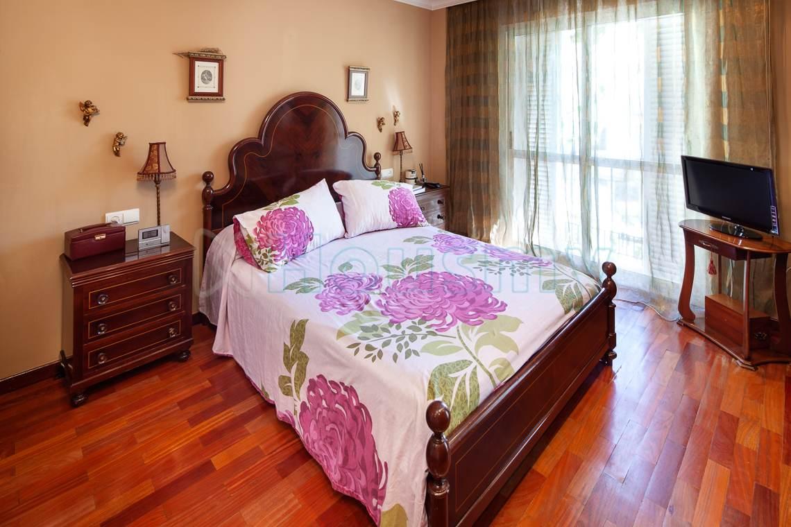 dormitorio principal en chalet adosado en venta