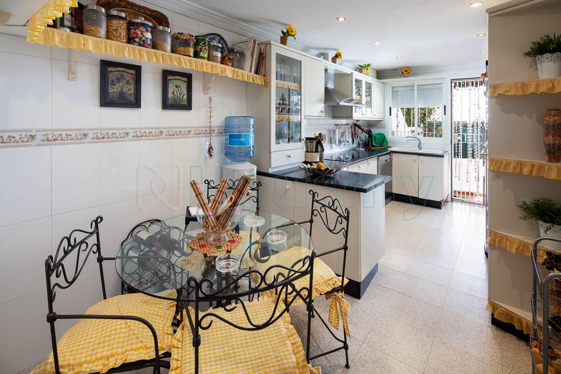 cocina de chalet en puerto de la torre en venta