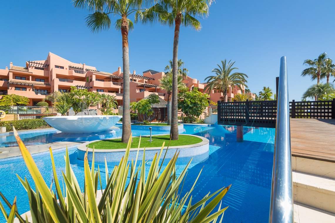 piscina en urbanizacion mar azul con apartamento en venta de 2 dormitorios