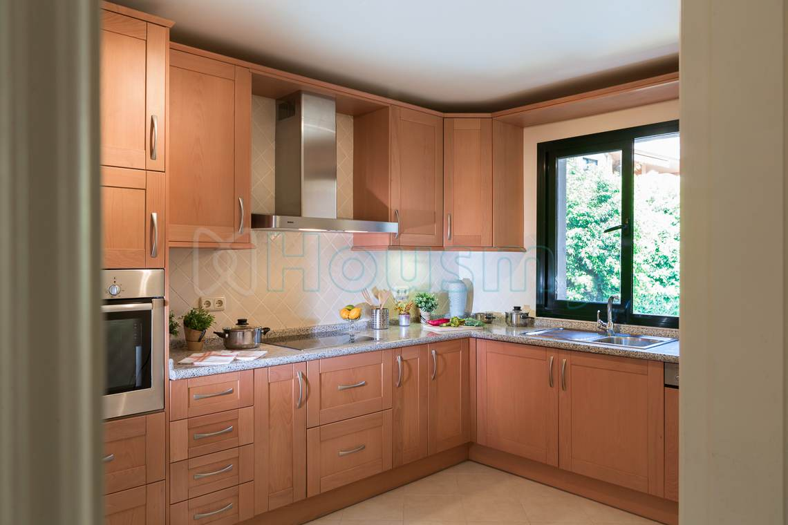kitchen of property for sale in monte halcones