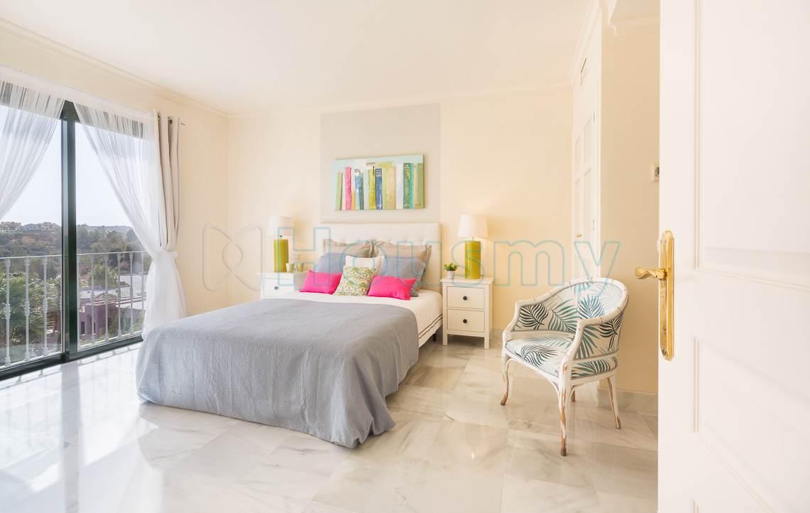 dormitorio con vistas al mar en apartamento en venta en El Real de los Halcones