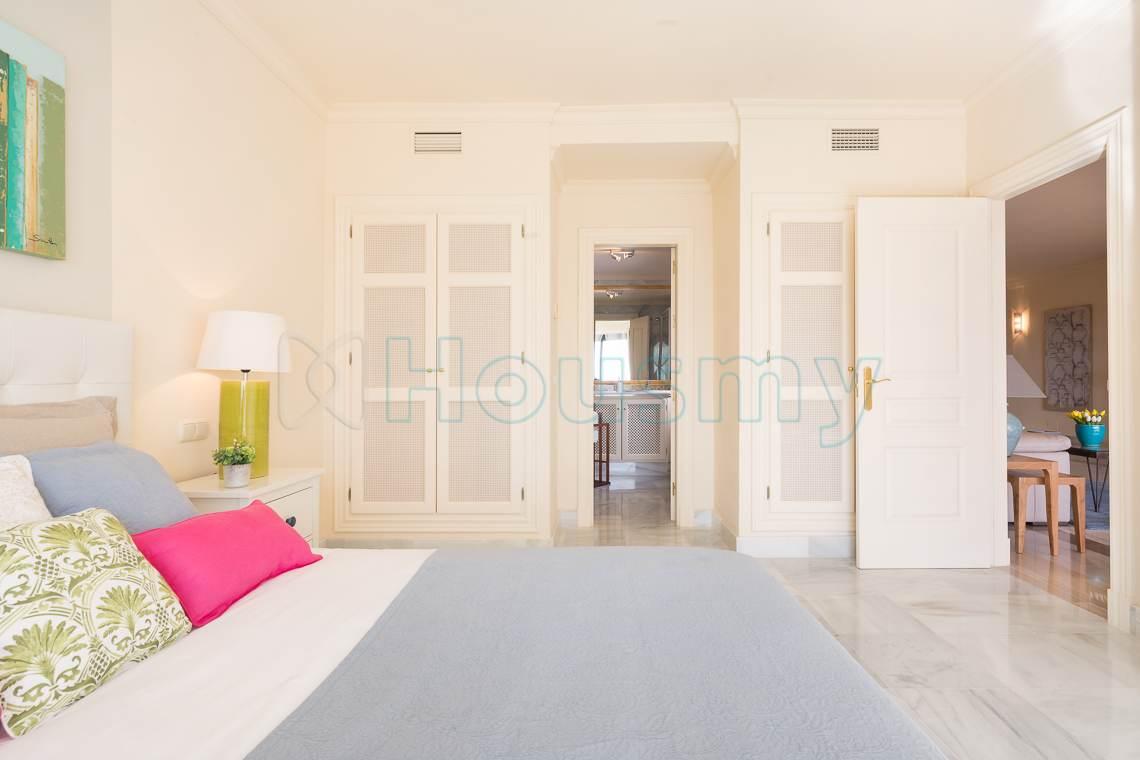 dormitorio en apartamento de urbanizacion el real de los halcones
