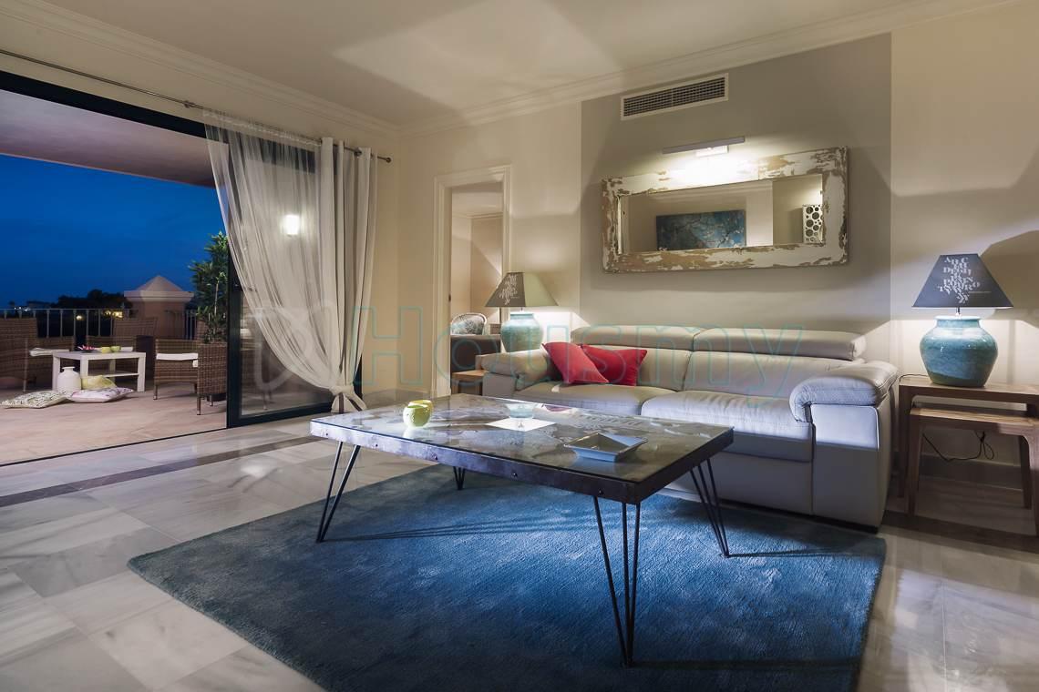 salon y terraza de casa vip marbella