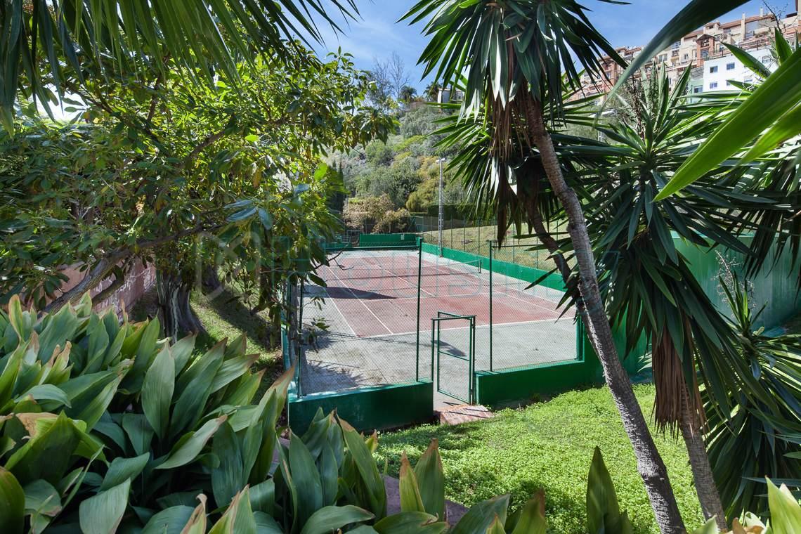 Casa con pista de tenis venta en Málaga. Housmy