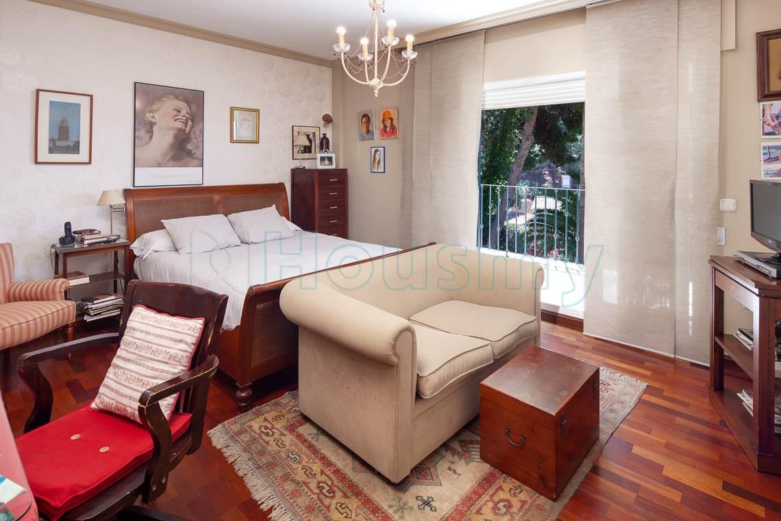 dormitorio principal con terraza en chalet del candado. Casa en venta por Housmy
