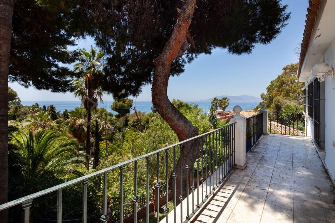 terraza con vistas al mar en casa en venta del candado - malaga. Housmy portal inmobiliario
