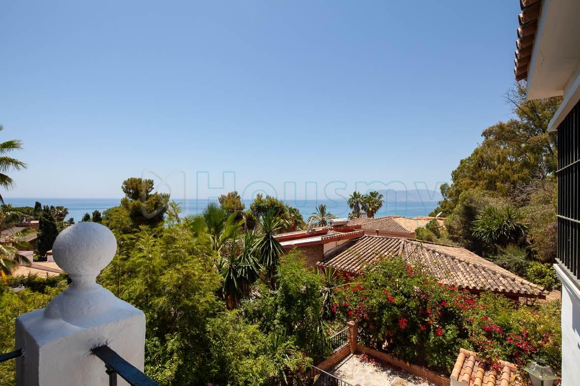 vistas al mar desde terraza en chalet en venta. Housmy