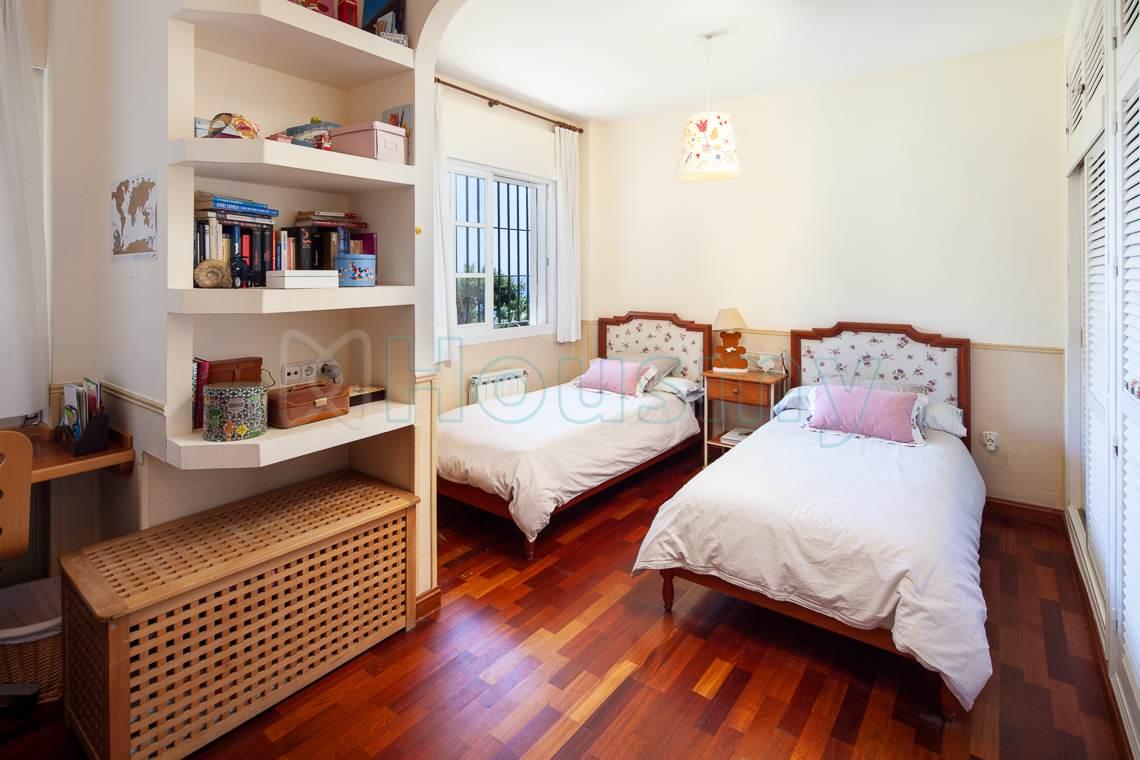 dormitorio doble con vistas al mar en casa en venta por housmy