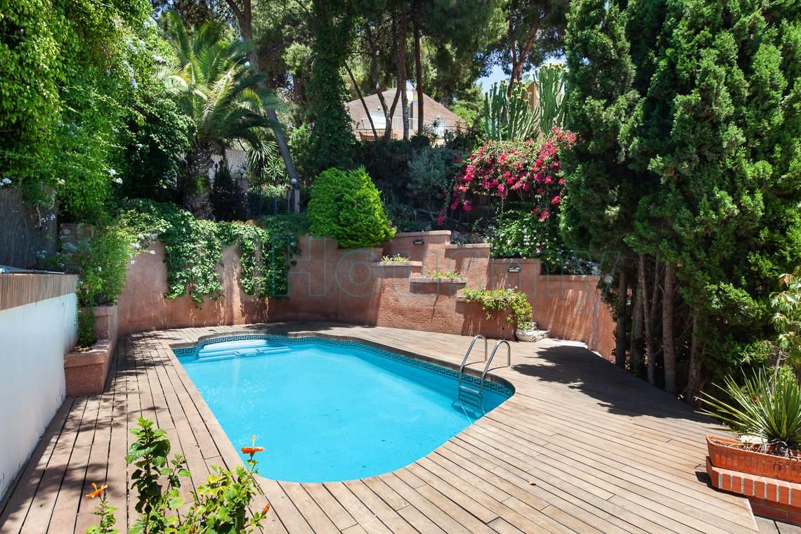 piscina en casa independiente en venta en el candado. Housmy