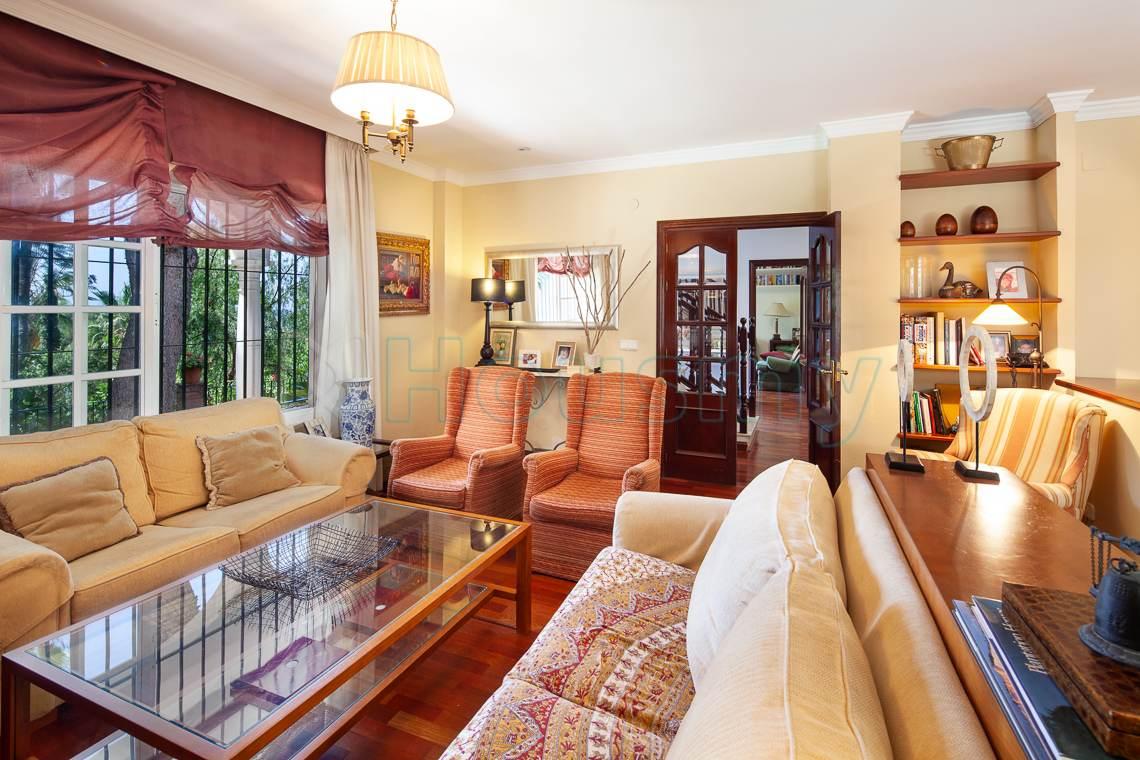 salon de estilo clasico en casa con piscina en venta en el Candado