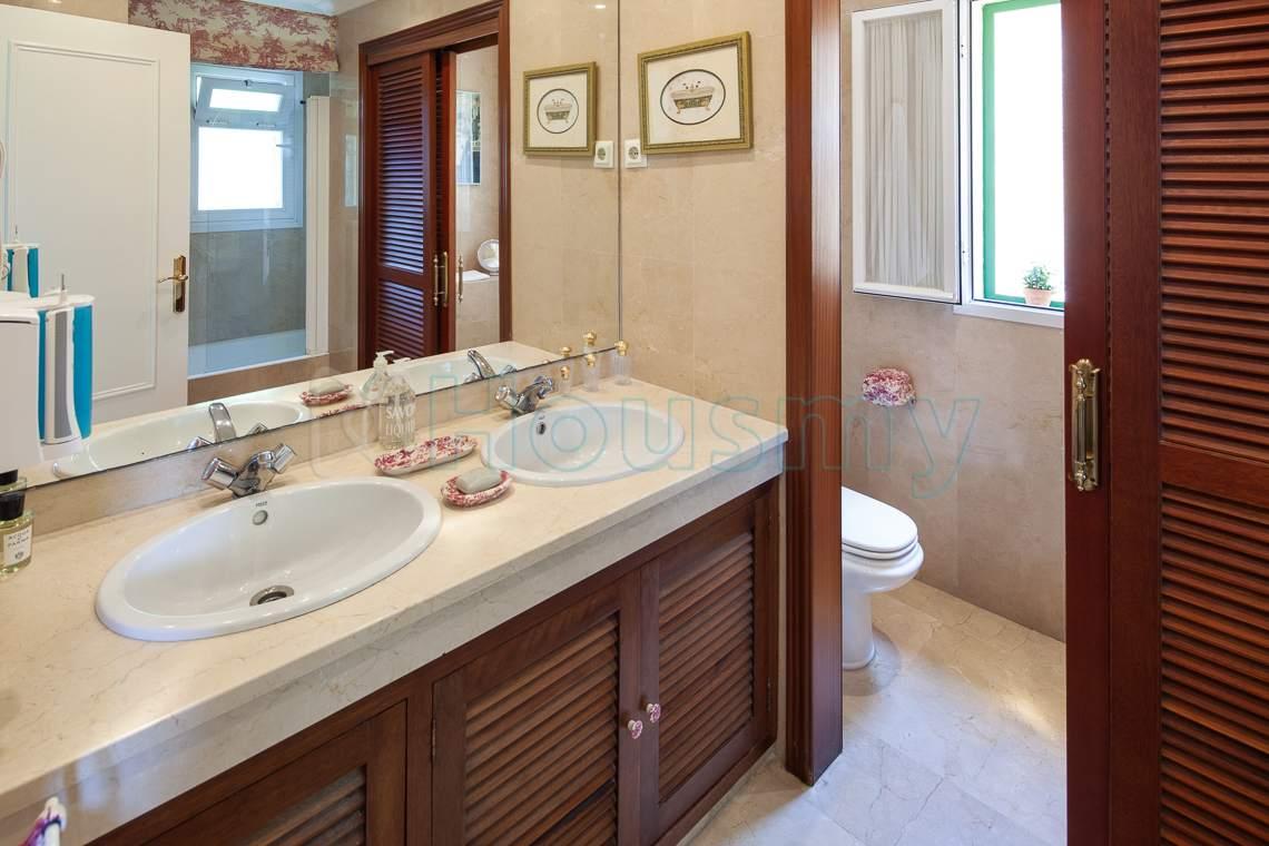 baño en suite en chalet en cerrado calderon