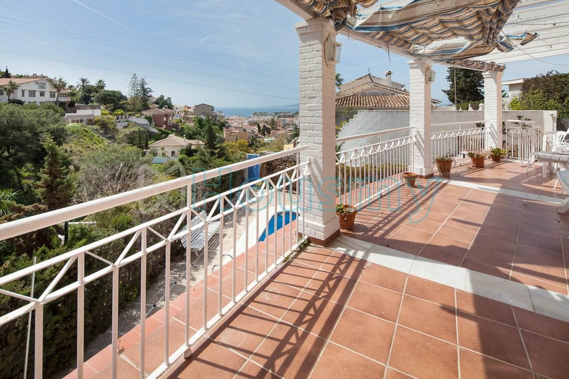 Amplia terraza con vistas al mar en Málaga