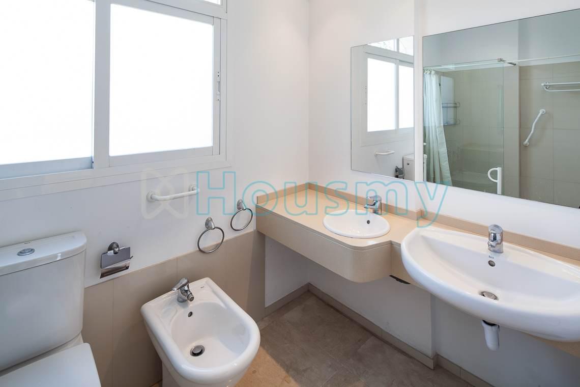 Baño de casa independiente en Miraflores del Palo