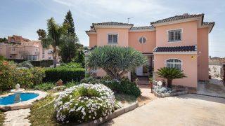 Fachada de casa en venta en Miraflores del Palo