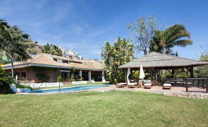 Casa con piscina en venta en Cerrado Calderón, Málaga. Housmy portal inmobiliario.