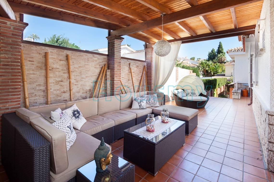Casa con porche en Miraflores del Palo. Housmy