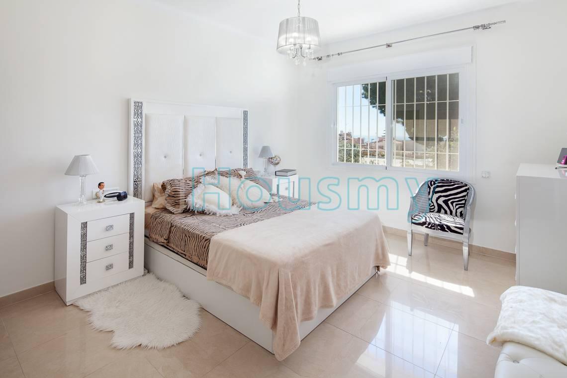 Amplio dormitorio remodelado en casa independiente en venta. Housmy portal inmobiliario