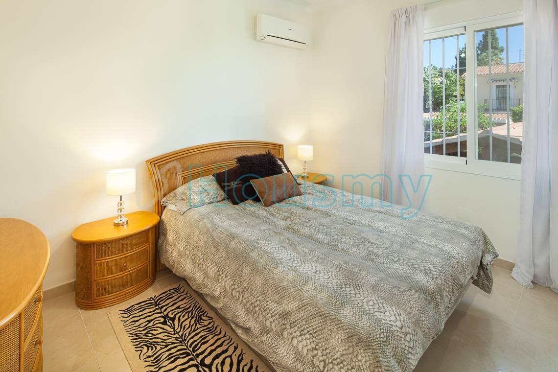 Dormitorio de chalet en Málaga este