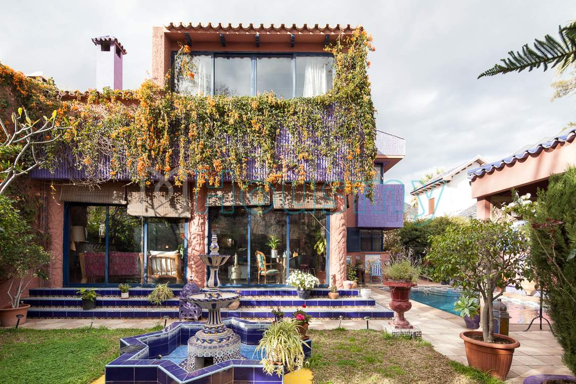 Fachada de chalet en venta en avenida elcano Málaga. Housmy