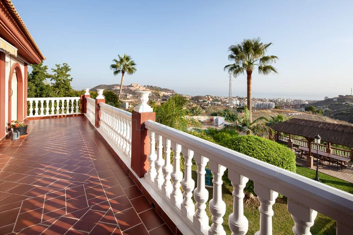 terraza con vista al mar en chalet en venta
