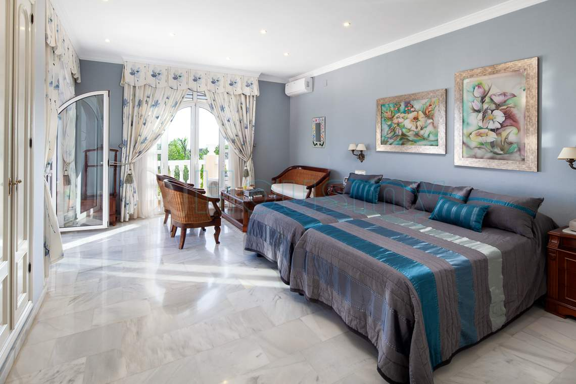 dormitorio principal de chalet en venta en rincon de la victoria - Housmy