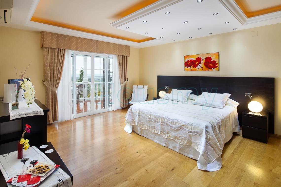 Suite de alojamiento turistico en torre del mar. Housmy plataforma inmobiliaria