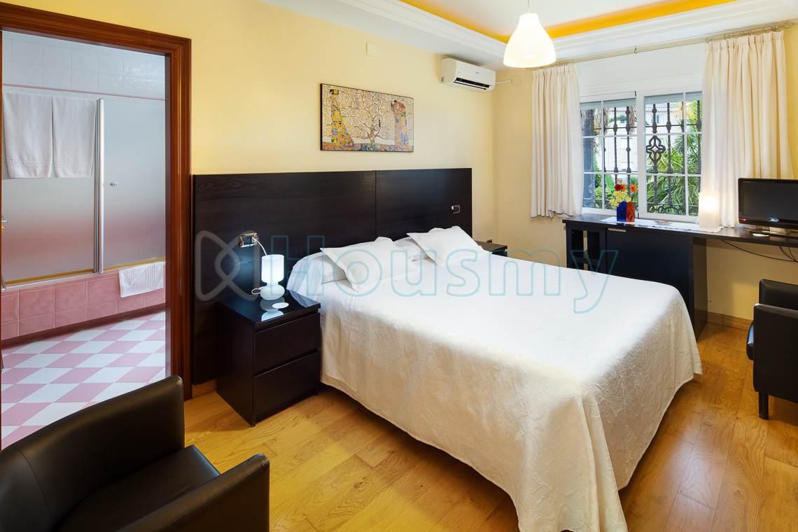 Dormitorio de alojamiento turistico en venta