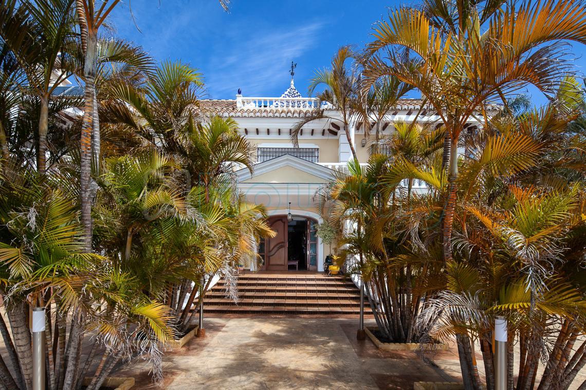 Terraza principal de alojamiento turístico en venta. Housmy