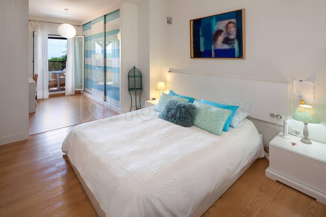 dormitorio con terraza en piso en venta en urbanizacion parque victoria
