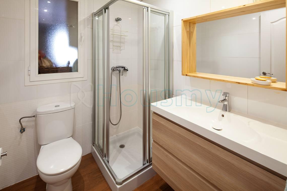 baño con ducha de piso en venta en colinas de procusan