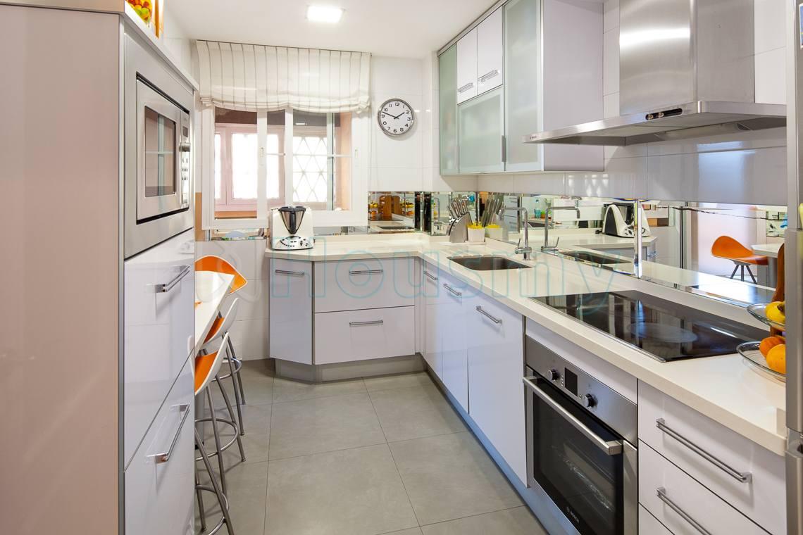 cocina amueblada de piso en venta en residencial parque victoria