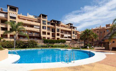 piso en parque victoria con piscina y jardin en residencial colinas de procusan - housmy