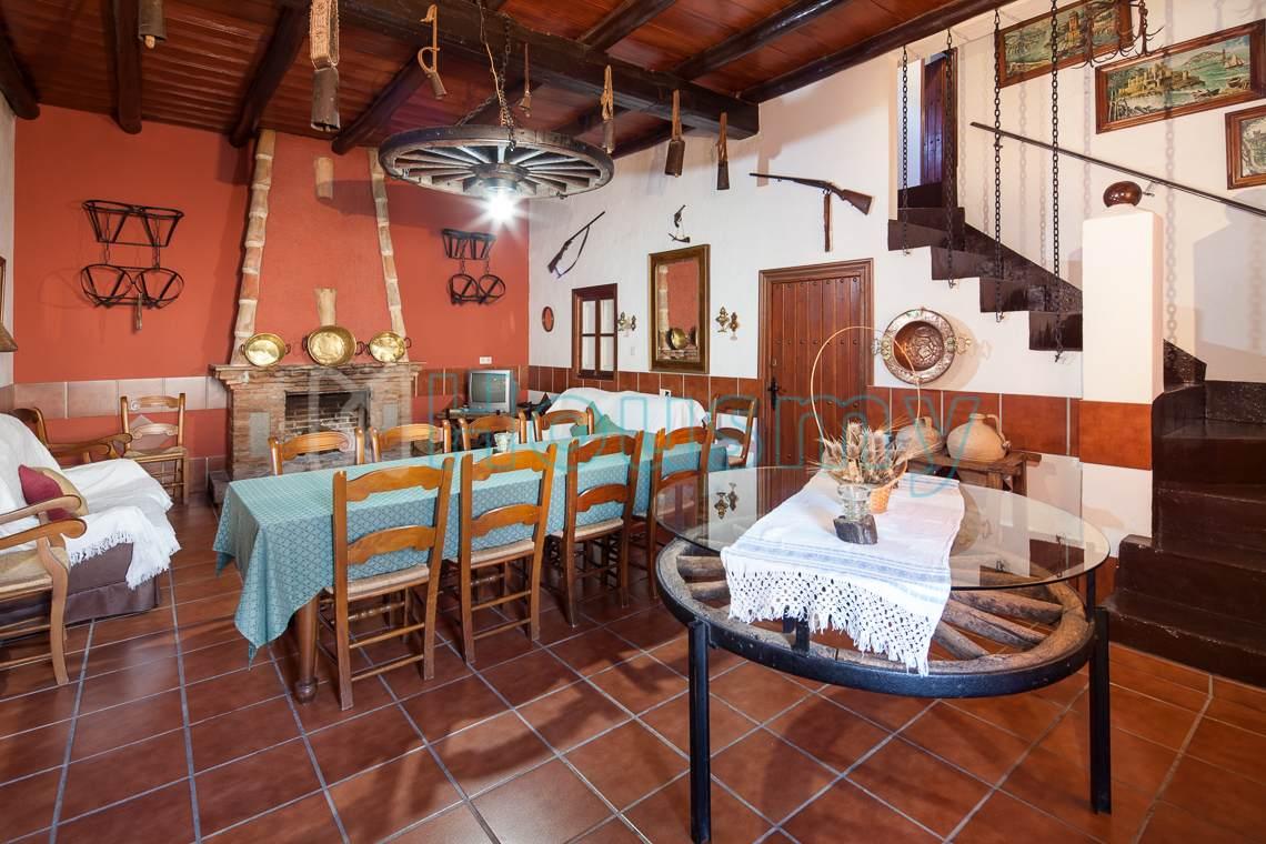 Salón rústico en hotel rural a la venta en Teba.