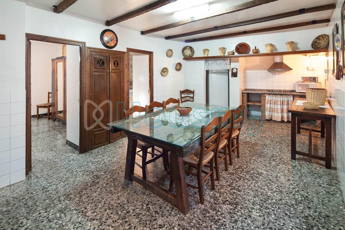 Cocina rústica de hotel rural en venta