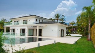 5 bedrooms villa for sale in Marbella. Housmy