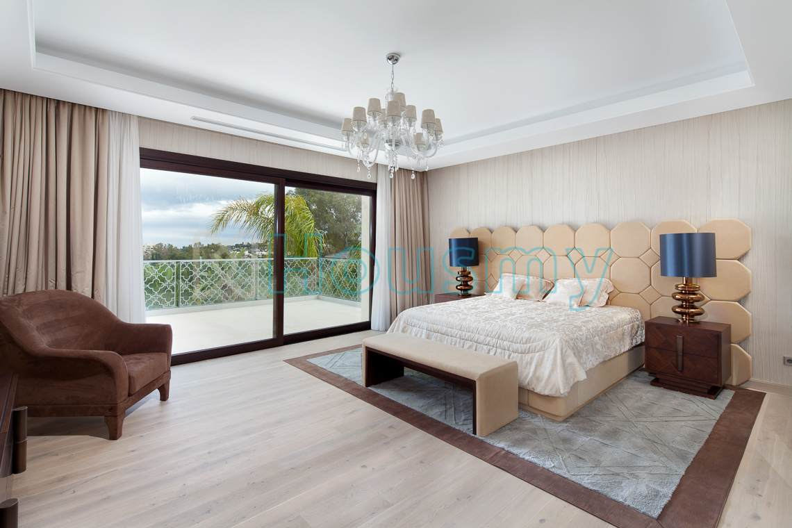 Luxury master bedroom in villa. Los naranjos golf Marbella. Housmy