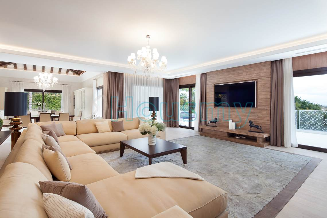 Living room of large villa for sale in marbella. Housmy spanish property portal