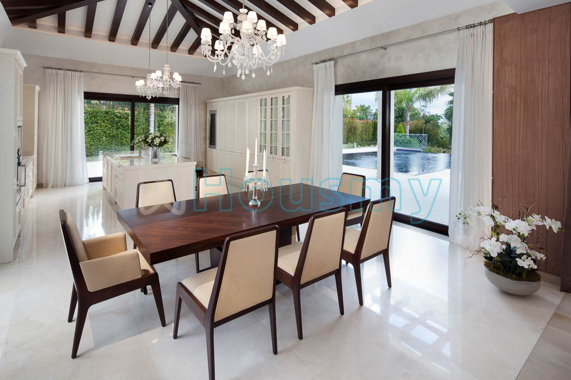 Dinning room of large villa for sale in spain. Housmy
