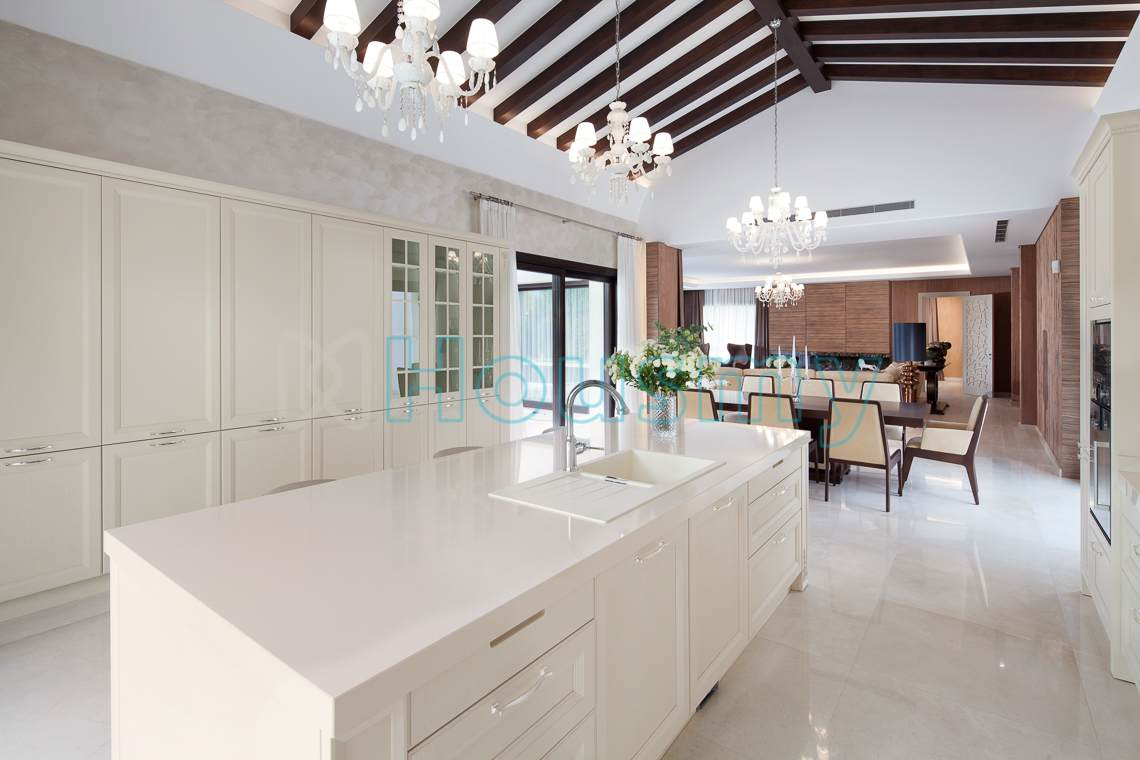 Large villa for sale in spain. Kitchen and living room. Housmy
