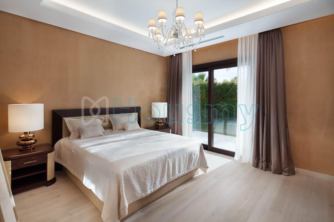 5 bedrooms villa for sale in Marbella. Housmy
