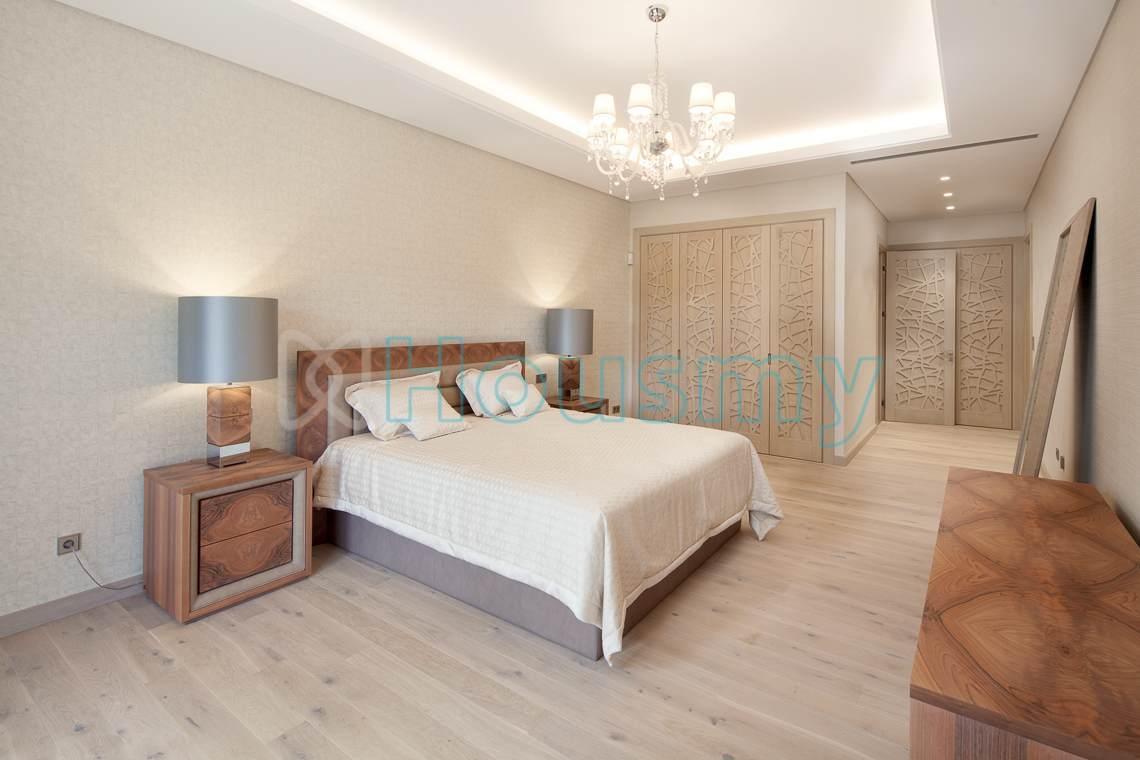 Luxurious bedroom in villa for sale in spain. Housmy